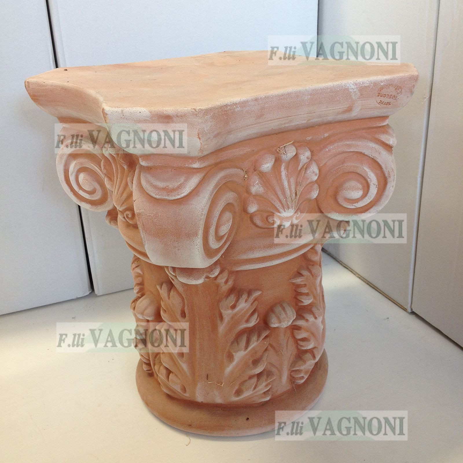 CAPITELLO CORINZIO IN TERRACOTTA Cm. 47