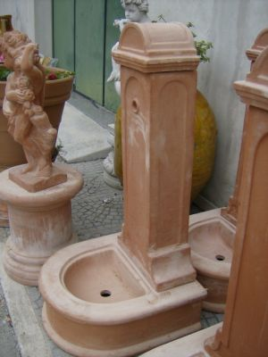 FONTANA IN TERRACOTTA A COLONNA CM. 120